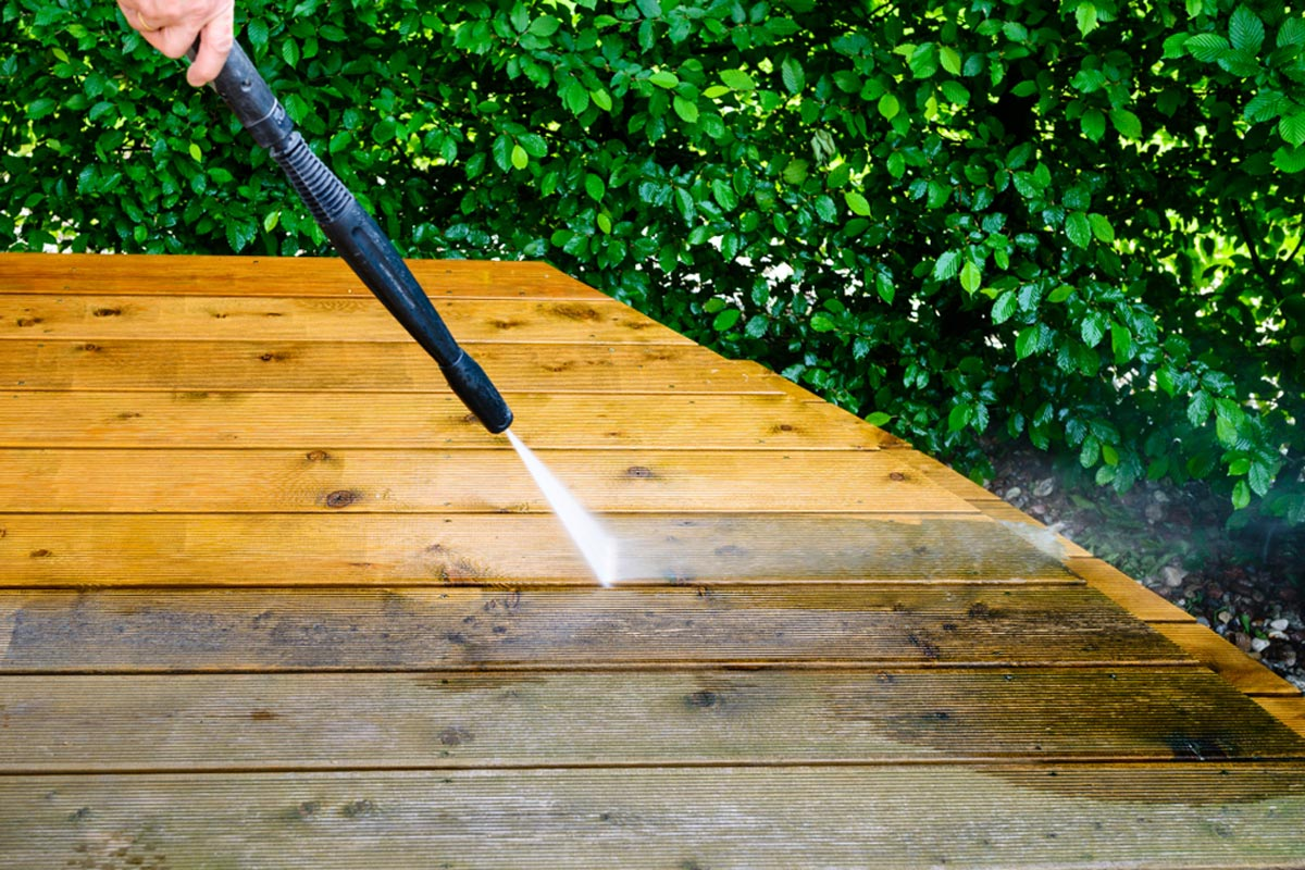 How to Pressure Wash Your Home's Siding