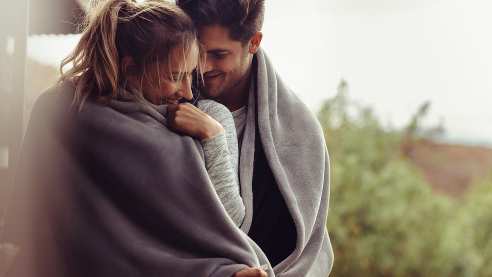 Being a romantic is not always easy. How to do it? Catch her with these effective tips!