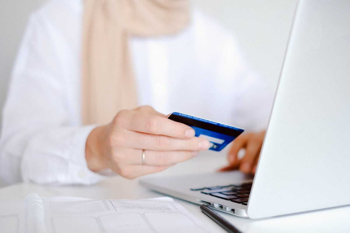 Online Shopping: Questions and Answers in Selecting a Payment Method